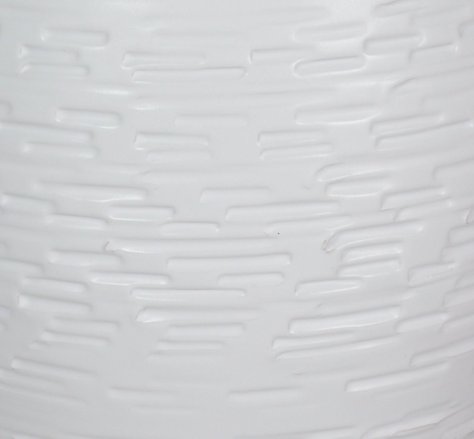 biały mat